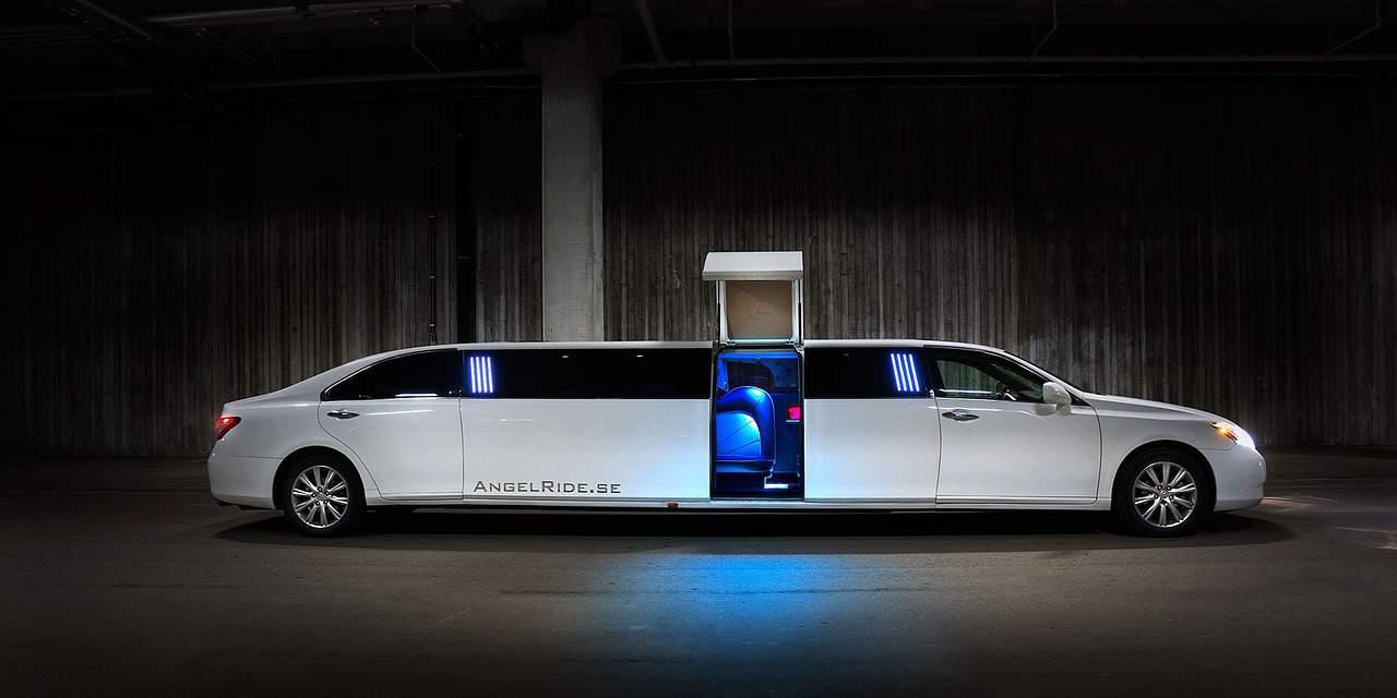 רכב לבן ארוך