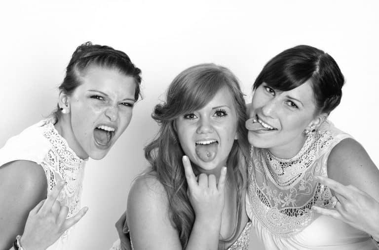 3 נשים מבלות