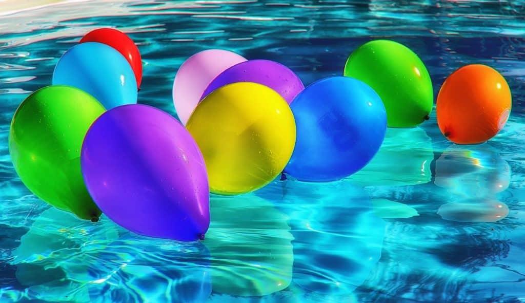 בלונים על המים