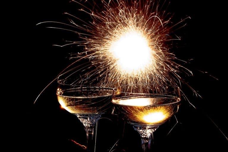 כוסות יין וזיקוק